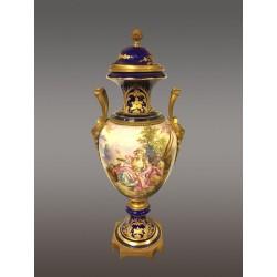 """Большая ваза в стиле """"Севр""""."""