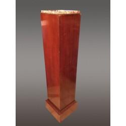 Обложка колонны в стиле ар-деко из красного дерева.