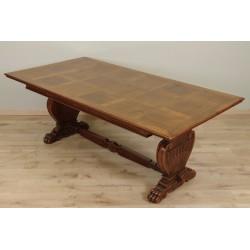 Обеденный стол в стиле Ренессанс