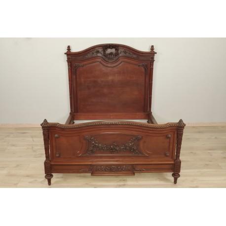 кровать из красного дерева в стиле Людовика XVI