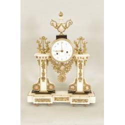 Часы с автографом Людовика XVI, подписанные Хартеманом.
